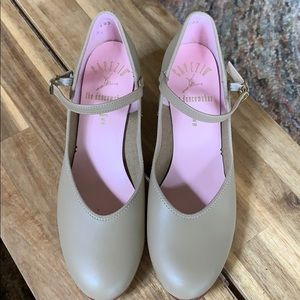 """Capezio Character shoe with 2"""" heel size 7.5"""